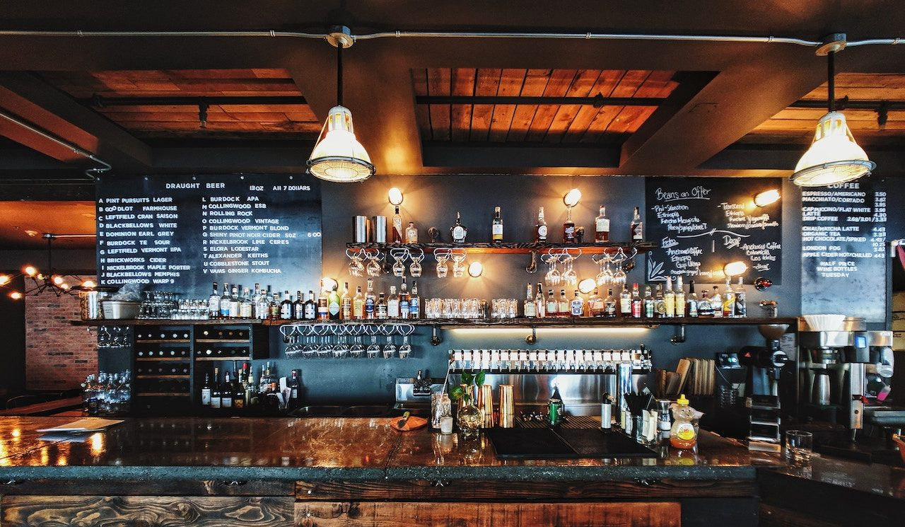 woddy bar in restaurant patrick-tomasso-499112-unsplash bordignon electrical